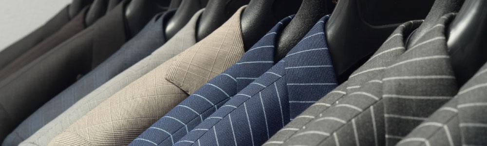 様々なデザインのスーツ